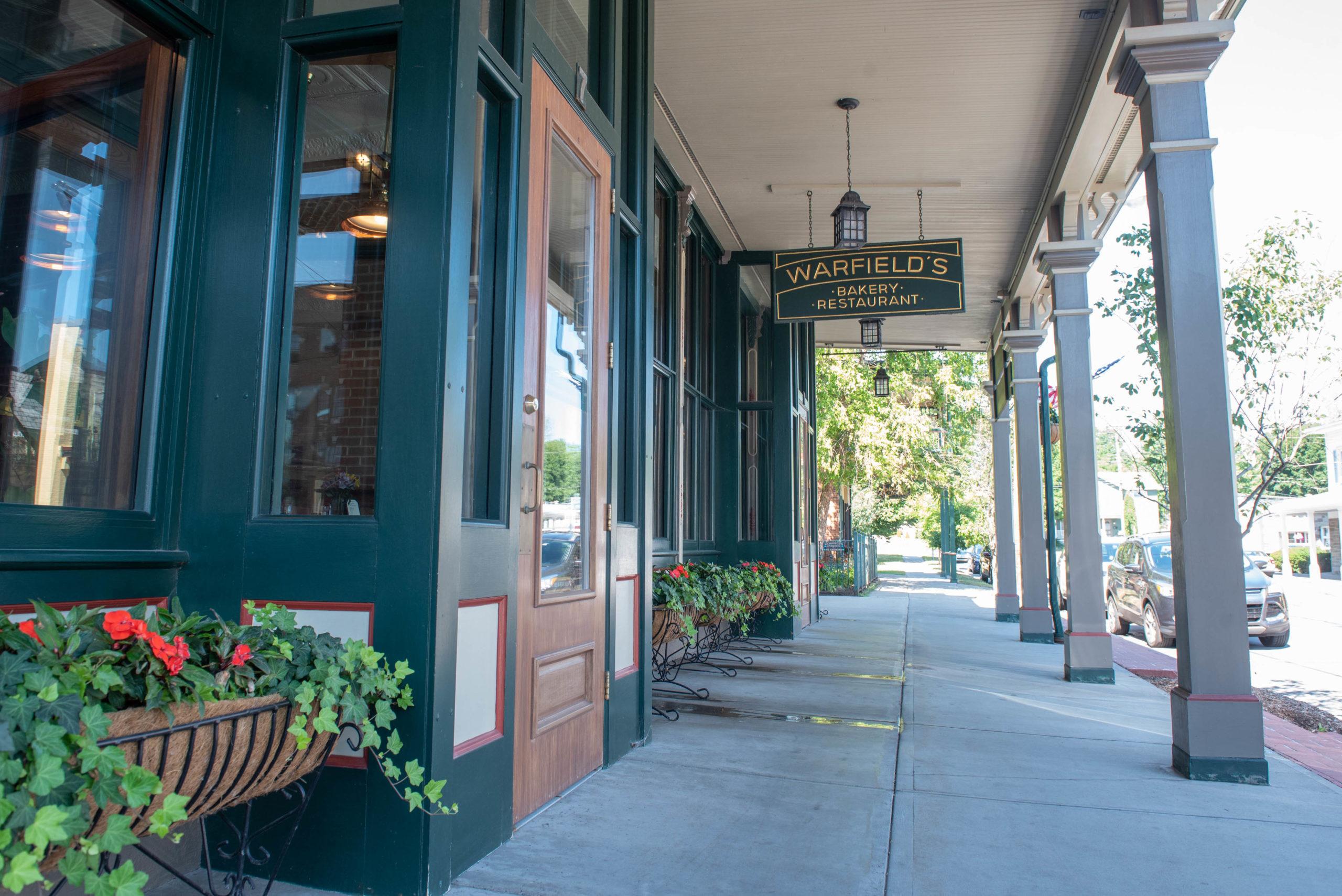 Warfield's Restaurant, Lounge & Bakery